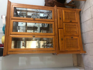 Kitchen table and hutch, excellent condition and quality