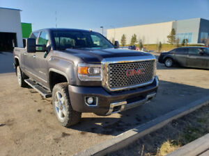 2015 GMC Sierra 2500HD Denali Fully Loaded