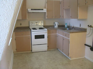 Liverpool - 2 Bdrm Upstairs Suite Available June 1st