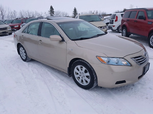 2007 Toyota Camry LE.  2.4 Hybrid. 107,000 KMS.  New Condition.