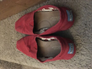 Red size 7 TOMS