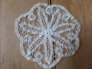 14+ beautiful doilies, many hand made, sizes vary Sarnia Sarnia Area image 4