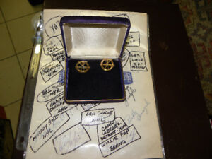 24 Sports Legends' Autographs & Hickok Awarded Cuff Links