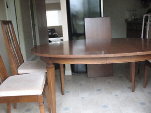 dining table with leaf and 5 chairs