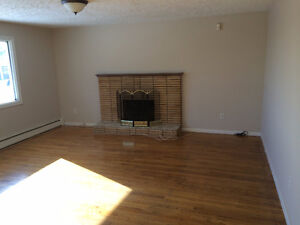 3 Bed on Windsor St $1350 incl  heat & eletric. PHONE 880-3333