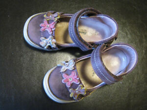 Girls shoes size 8 (24)