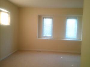 Gorgeous 3 Bedroom townhouse for rent in Laurelwood-Waterloo Kitchener / Waterloo Kitchener Area image 2