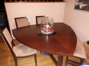 Like New Dining Table