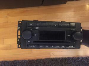 CD PLAYER RADIO CHRYSLER 300/300C/ASPEN/PT CRUISER