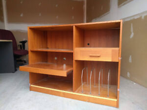 Great bookcase with sliding shelf -- great for students!!