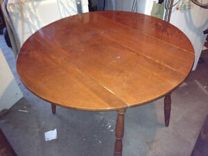 Drop-leaf hardwood solid table