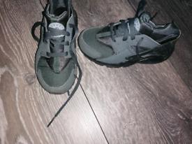 10.5 boys hurache run trainers