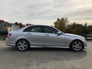 2010 Mercedes C300 4MATIC (ONLY 38,800 KMs !!!!)