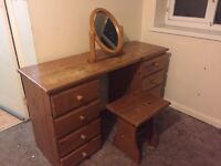 Dresing Table With Mirror and Stool