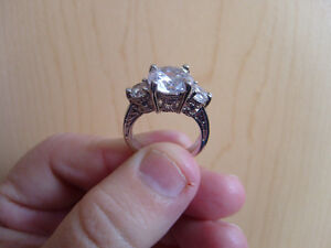 Ladies 10Kt White Gold Fill White Sapphire Ring Size 6