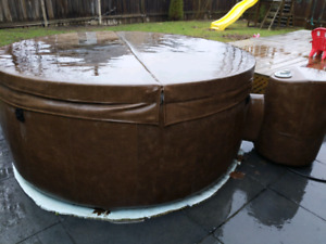 Softub 300 6-person model 2 years used.