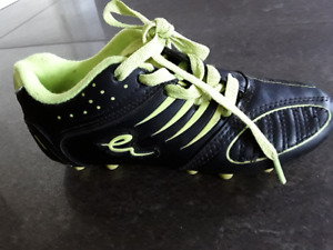 Kids Eletto soccer cleats size 1