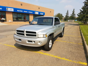 2001 Dodge Ram 1500 Laramie Sport SLT . Must See !!!!!!!!!!!!1
