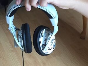 Selling turtle beach X12 headset for Xbox 360