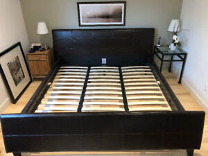 Cadre de très grand lit en cuir / King size leather bed frame