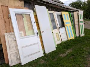 Portes et fenêtres vintage en bois massif bois de grange