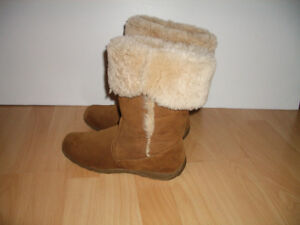 """"" London Fog """" shearling / mouton boots --- size 7.5 US"