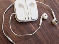 APPLE IPHONE GENUINE EARPHONES WITH BUILT IN MIC
