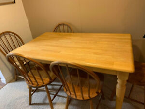 3' BY 5' Table In great condition!, 5 chairs included!