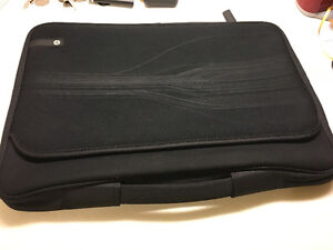 Laptop Sleeve 15 1/2 inch Black very good condition