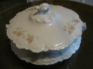 STUNNING ANTIQUE HOMER LAUGHLIN [HUDSON] FANCY VEGGIE TUREEN