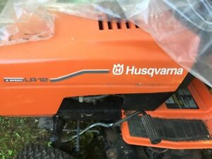 HUSQVARNA LAWN TRACTOR WITH BAGGER