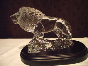 Princess House Wonders of the Wild Crystal Lion with base.