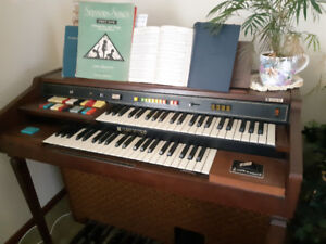Hammond 124XL Organ and bench. Almost perfect condition.