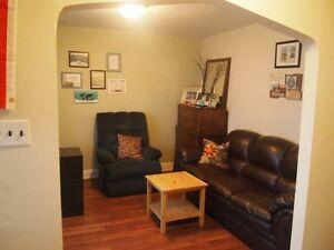 WELCOME TO THIS THREE BEDROOM HOME CENTRALLY LOCATED Cornwall Ontario image 3