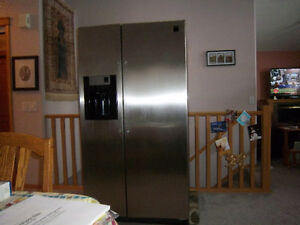 FRIGEDAIRE PROFESSIONAL GALLERY SERIES FRIDGE/FREEZER