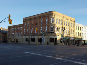 Sunny one-bedroom apartment for lease – downtown Lindsay