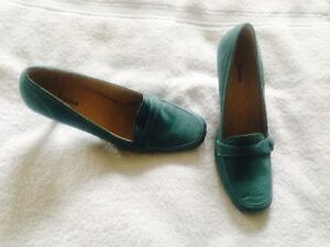 Turquoise Suede Shoes (new) Cambridge Kitchener Area image 1