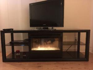 Foyer électrique pouvant servir de meuble pour la TV