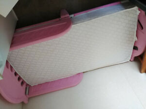 Child's bed (pink).