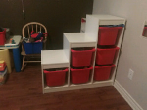 Furniture and toys for daycare/ meuble et jouets pour garderie