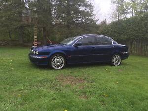 2004 Jaguar X-TYPE tanner dla voir dans le fond dla cour