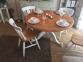 Round farmhouse table +4 chairs
