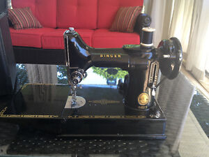 Singer Featherweight 221K Sewing Machine - Excellent Condition