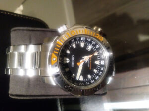 SEIKO AUTOMATIC DIVERS WATCH BLACK MONSTER SNM 035