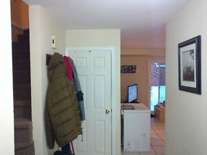 Room avaliable in 3 bedroom 1500ft^2 town house