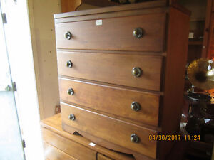 Small 4 drawer dresser / chest of drawers