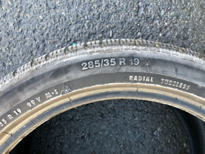 2 Winter Tires, Continental, size 285/35/19