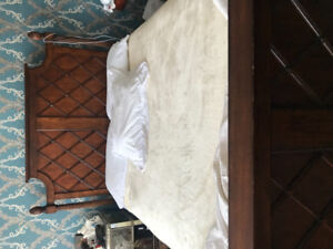 Queen size mahogany bed and three drawer cabinet in a great cond