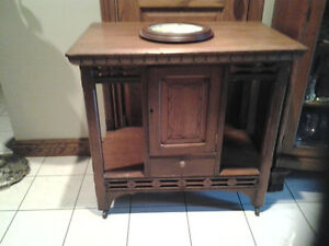 1800s ANTIQUE LAMP TABLE