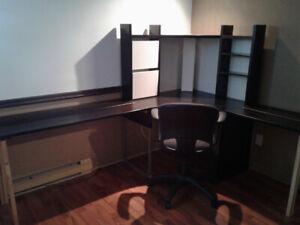 Bureau d'ordinateur avec chaise